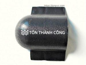 Read more about the article Tấm úp đuôi mái ngói – Phụ kiện ngói nhựa ASA/PVC