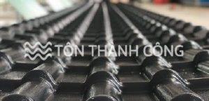 Read more about the article Ngói nhựa màu xám đen mang lại cho công trình xây dựng điều gì?